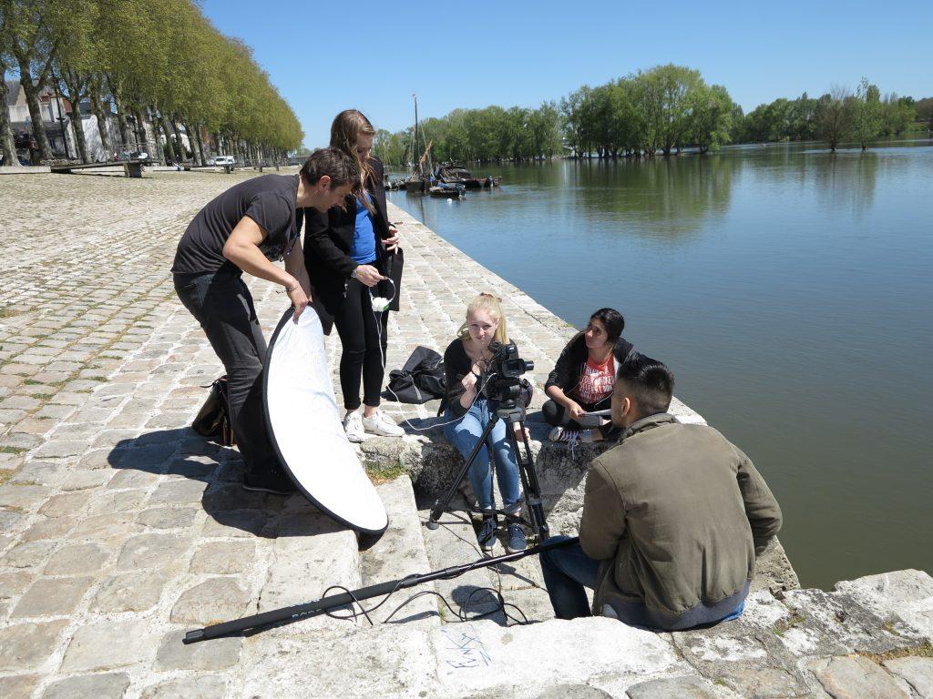 """Sur le tournage de """"Yousif"""" des Premières. Encadrement pédagogique : Pascale Noguès. Encadrement artistique : Philippe Ayme."""